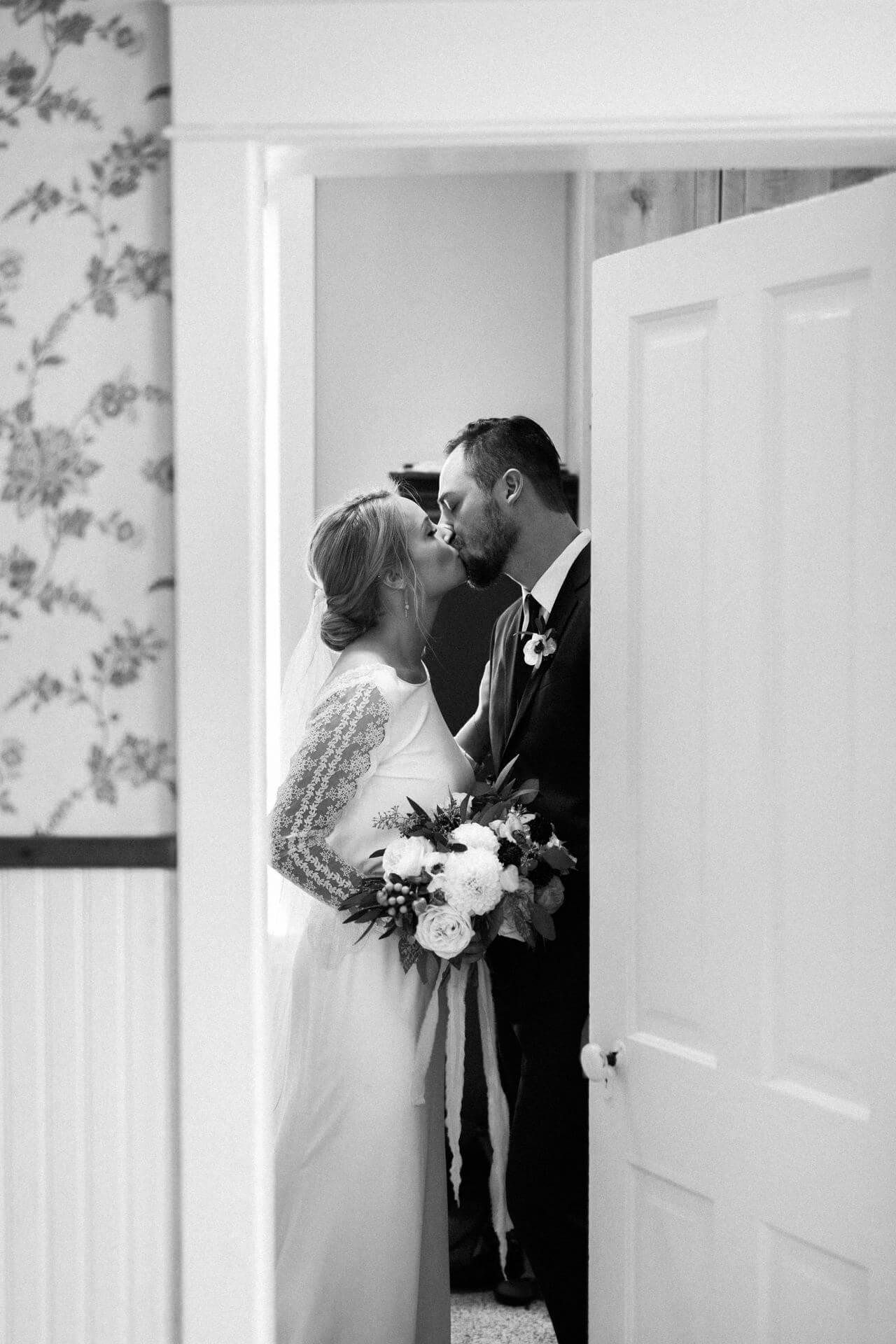 Des Moines Wedding Photographers   Cluney Photography